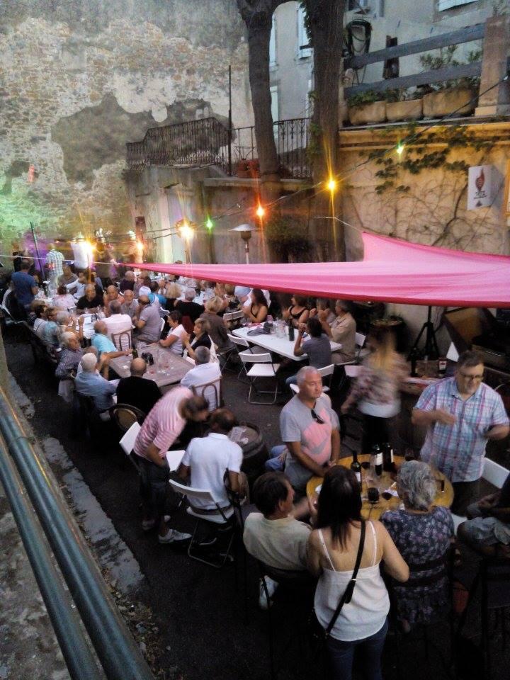 Outdoor wine bar